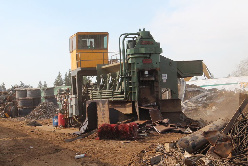 crushing-commercial-metals-for-recycling