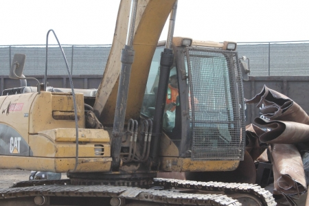 heavy-equipment-for-sorting-trash