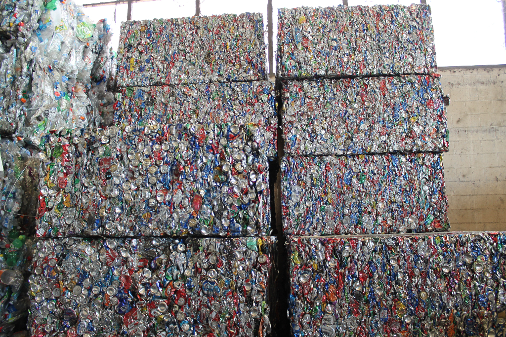 recycling-aluminum-cans-in-stockton