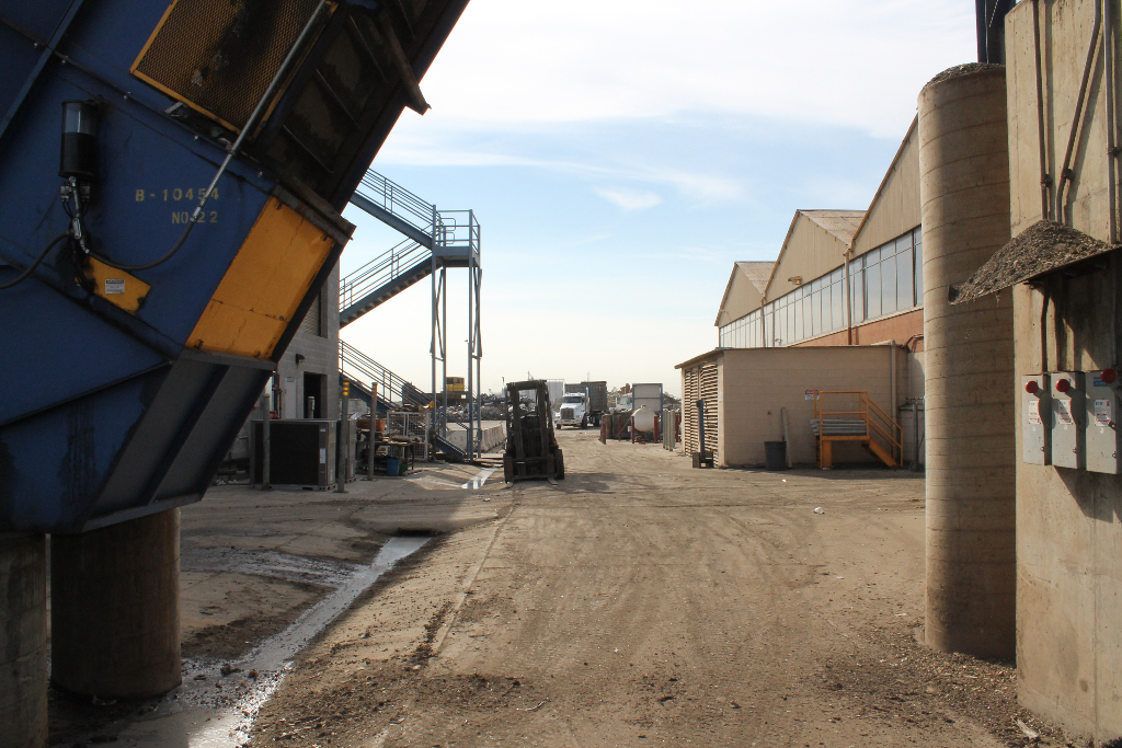 universal-service-recycling-facility-stockton